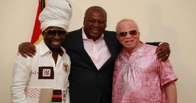 Prez. Mahama in shot with legends Kojo Antwi and Salif Keita.