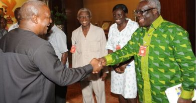 President Mahama in a handshake with the Secretary-General of the Trades Union Congress, TUC.