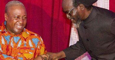 Ahuma Bosco Ocansey aka Daddy Bosco greeting President Mahama