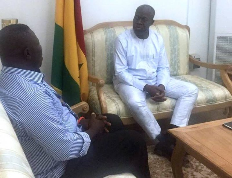 Nana Yaw shacking hand With Vice President Kwesi Amisah Authur at Flag staff house
