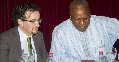 Jon Benjamin(left) with President John Mahama (right)