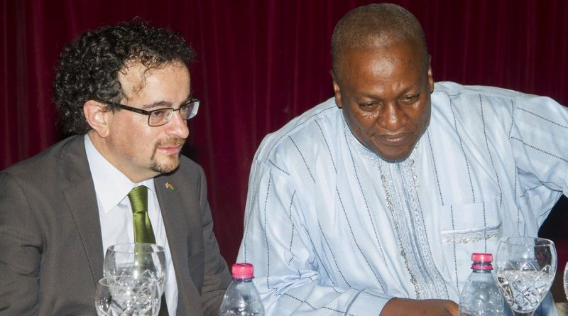 Jon Benjamin(left) with President John Mahama (right)