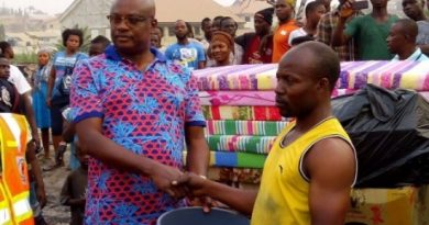 Kojo Bonsu - Kumasi Mayor donates to Santase Check Point fire victims