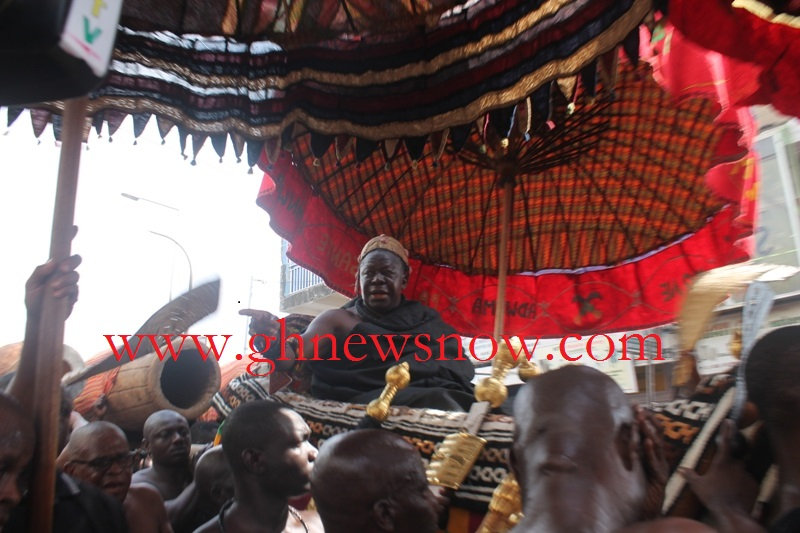 Otumfuo being carried in his palanquin on his way to Bantama hene's Funeral