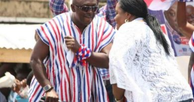 carlos-ahenkorah-and-naa-torshie-boogying-after-nana-addo-had-made-them-make-peace