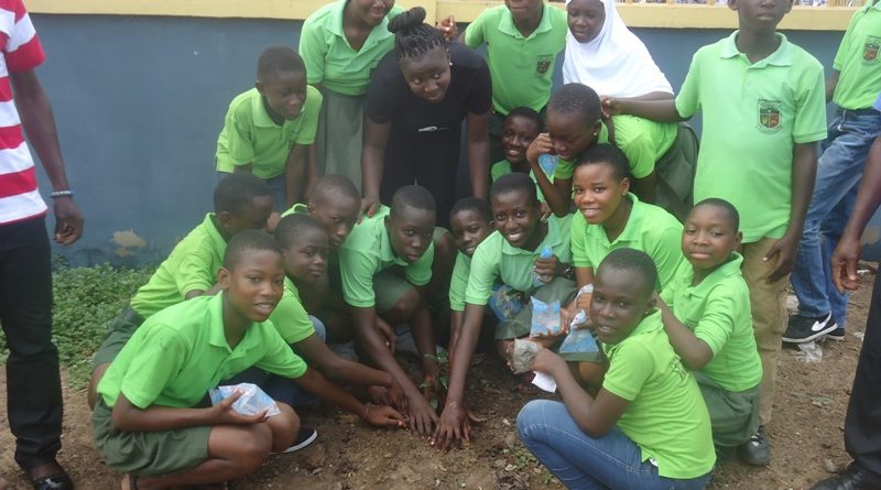 lamisi-in-a-group-picture-with-some-pupils-during-the-tree-planting-exercise-at-the-ashaiman-divisional-police-headquarters