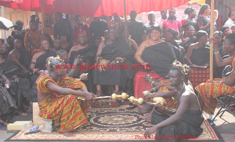 Daasebre Osei Bonsu Asante Mamponghene seated