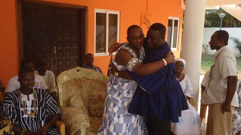 flashback-afotey-agbo-hugging-the-appolonia-chief-nii-nuertey-amobi-ii-after-his-enstoolment
